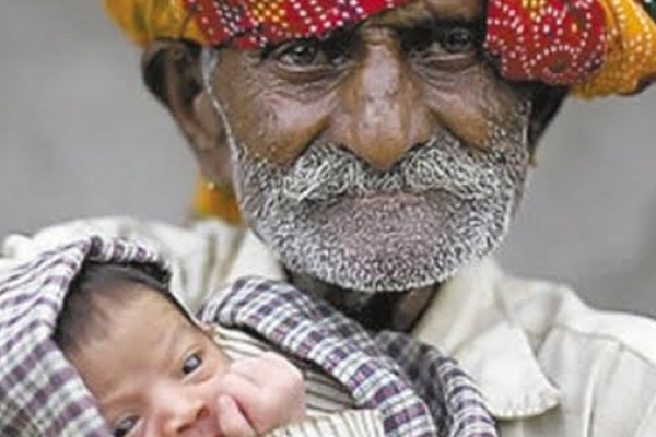 Ramajit Raghav - World's oldest man with his child
