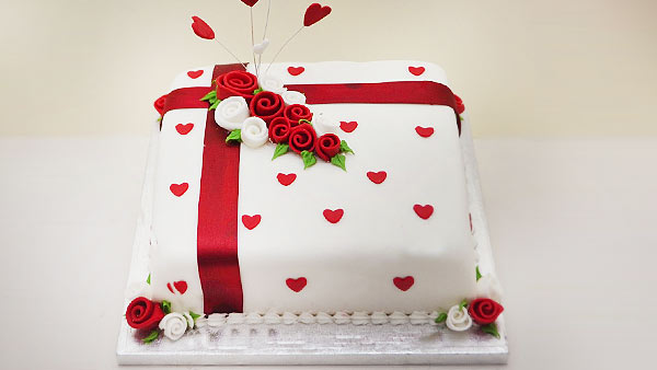 Celebrate Anniversary with a Cake