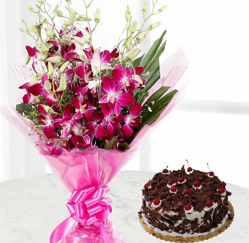 Một bó hoa, bánh ngon và ghi chú nhỏ Một lễ kỷ niệm ngày của mẹ trọn vẹn!