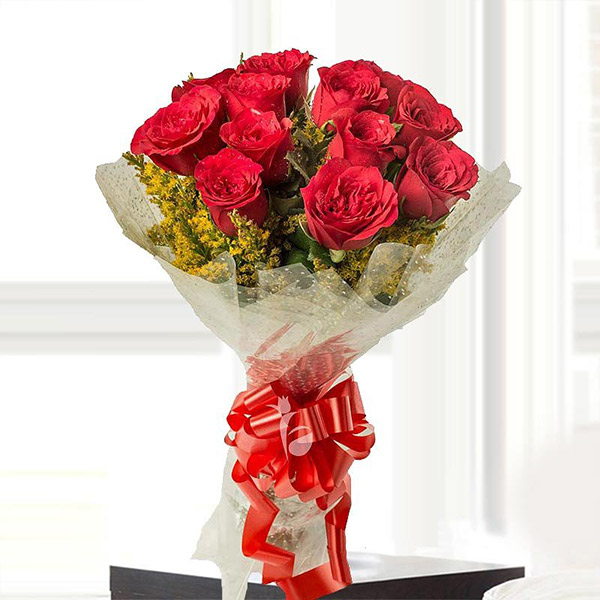 A bunch of 12 red roses - A perfect flower bouquet for date night